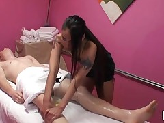 Gentle tugjob and oral-sex performed during massage