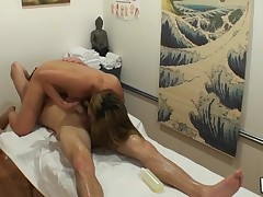 Powerfull dude cums from kinky massage mixed with sex
