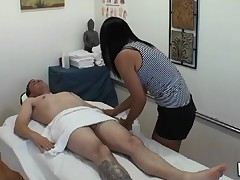 Dude gets double pleasure from massage and sex